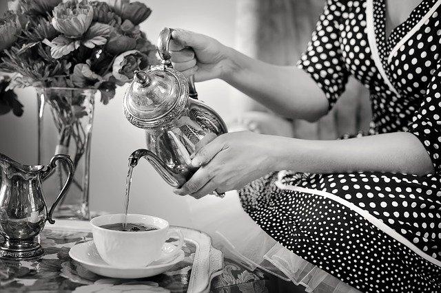 Thème déco Noir et Blanc : la sélection Adiserve de vaisselle jetable écologique pour vos fêtes et repas